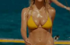 Brooklyn Decker – Bikini Plot In Just Go With It