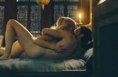 Emilia Clarke And Kit Harington's Butt On Game Of Thrones