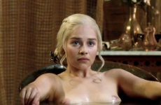 Emilia Clarke's Plots Getting Out Of The Tub In GoT