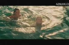 Kelly Brook, Riley Steele Glorious Full Frontal Plot In Piranha 3D – Part 1