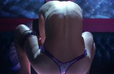 "Natalie Portman – Wearing A Tiny Thong In ""Closer"""