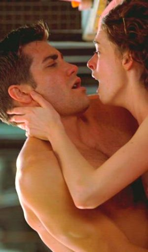 Anne Hathaway – Orgasming In 'Love & Other Drugs'
