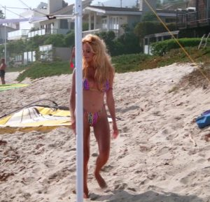 Pamela Anderson In Season 3 Of Baywatch, Her Body Saves Lives
