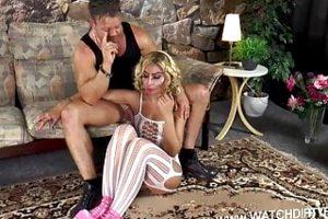 Blonde MILF piercing Pussy sucht Sexpartner